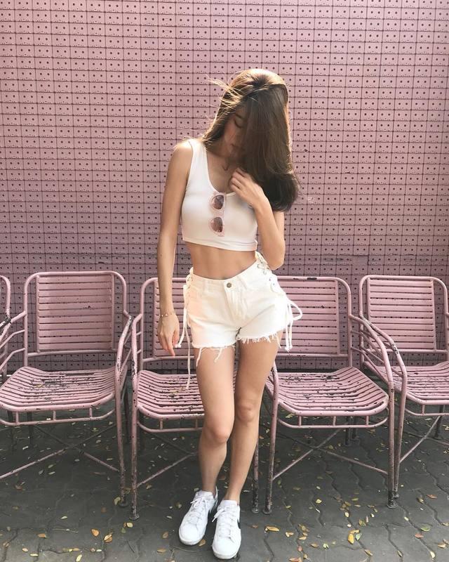 เสื้อผ้าสีขาว