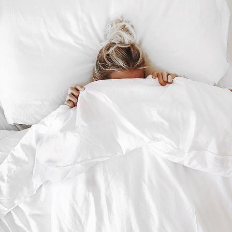 ถ่ายรูปบนเตียง