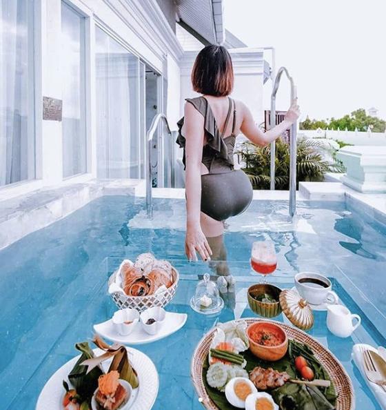 ที่พักกินข้าวลอยในน้ำ