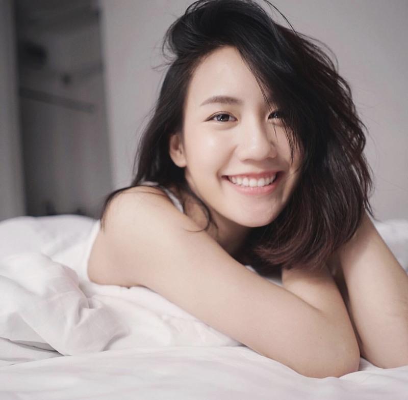 5-charming-smile-idols